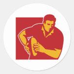 jugador del rugbi que corre con la bola pegatina