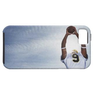jugador del rugbi que detiene la bola con el funda para iPhone SE/5/5s