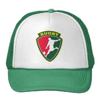 jugador del rugbi que golpea el escudo de la bola  gorras