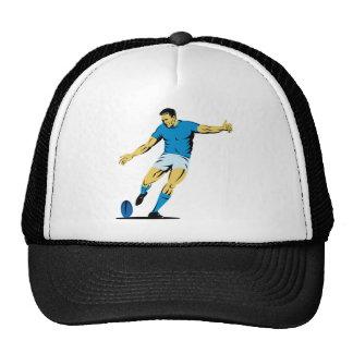 jugador del rugbi que golpea la bola con el pie gorra