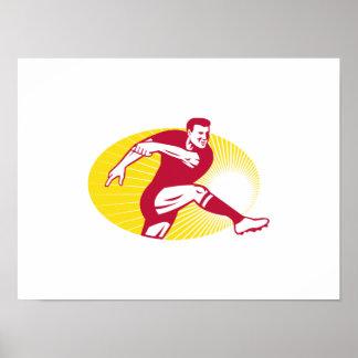 Jugador del rugbi que golpea la bola con el pie re impresiones