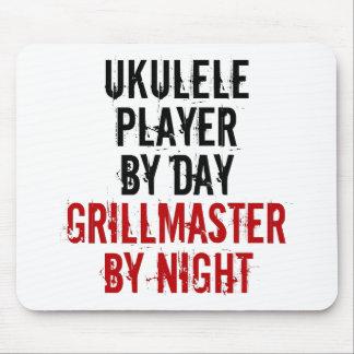 Jugador del Ukulele de Grillmaster Alfombrillas De Ratones