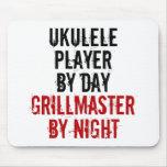 Jugador del Ukulele de Grillmaster Alfombrilla De Ratones