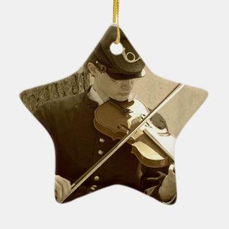 Jugador del violín de la guerra civil adorno navideño de cerámica en forma de estrella