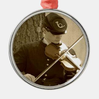 Jugador del violín de la guerra civil adorno navideño redondo de metal