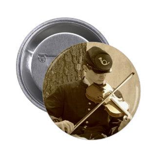 Jugador del violín de la guerra civil pin redondo de 2 pulgadas