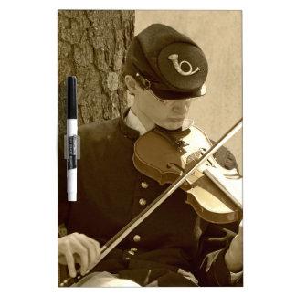 Jugador del violín de la guerra civil tableros blancos