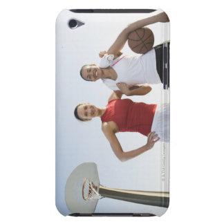 Jugadores de básquet 4 iPod Case-Mate funda