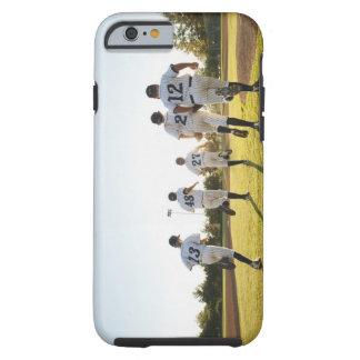 Jugadores de béisbol (10-11) que corren en béisbol funda de iPhone 6 tough