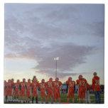 Jugadores de fútbol americano incluyendo adolescen azulejo cuadrado grande
