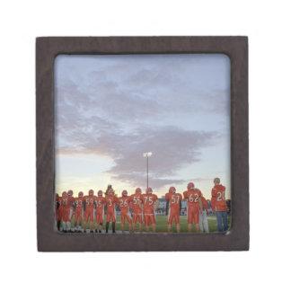 Jugadores de fútbol americano incluyendo adolescen caja de regalo de calidad