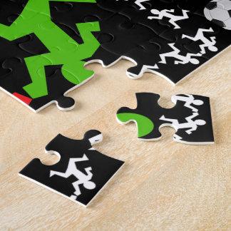 Jugadores de fútbol que corren al modelo de la puzzle