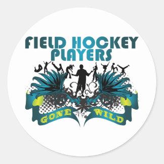 Jugadores de hockey hierba idos salvajes pegatina redonda