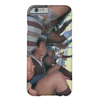 Jugadores de la unión del rugbi en un melé funda barely there iPhone 6