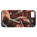 Jugadores masculinos del rugbi en el melé, vista iPhone 5 funda