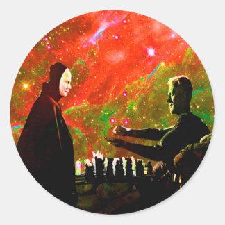 Jugar a ajedrez con muerte pegatina redonda