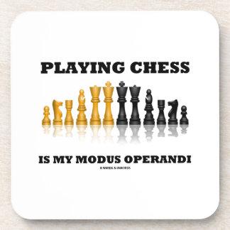 Jugar a ajedrez es mi modus operandi posavasos de bebidas