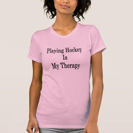 Jugar a hockey es mi terapia camiseta