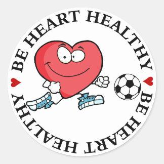 Jugar deportes es bueno para su corazón pegatina redonda