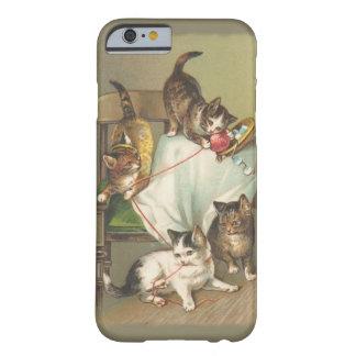 Jugar el caso del iPhone 6 de los gatitos Funda De iPhone 6 Slim