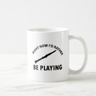 Jugar el clarinet taza de café