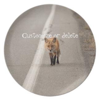 Jugar el pollo con un Fox; Personalizable Platos Para Fiestas