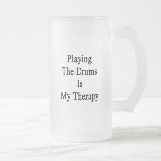 Jugar los tambores es mi terapia tazas de café