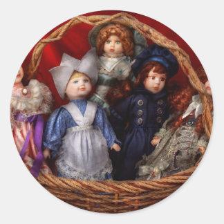 Juguete - muñecas - una cesta de muñecas del Victo Pegatinas