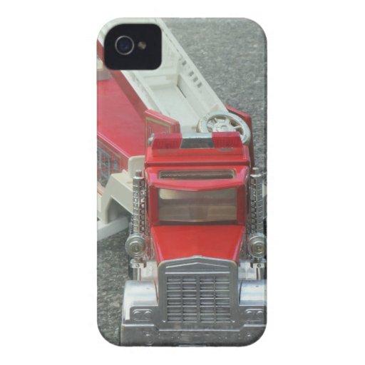 Juguete rojo del coche de bomberos del vintage Case-Mate iPhone 4 protectores