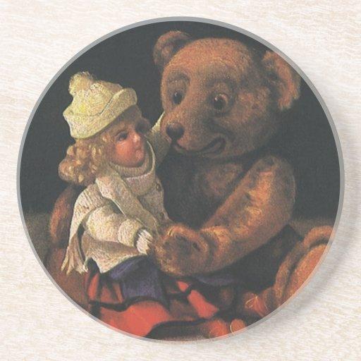 Juguetes del navidad del vintage, muñeca y un oso posavasos diseño