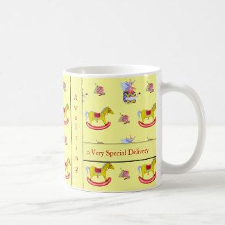 Juguetes tradicionales colores primarios tazas de café