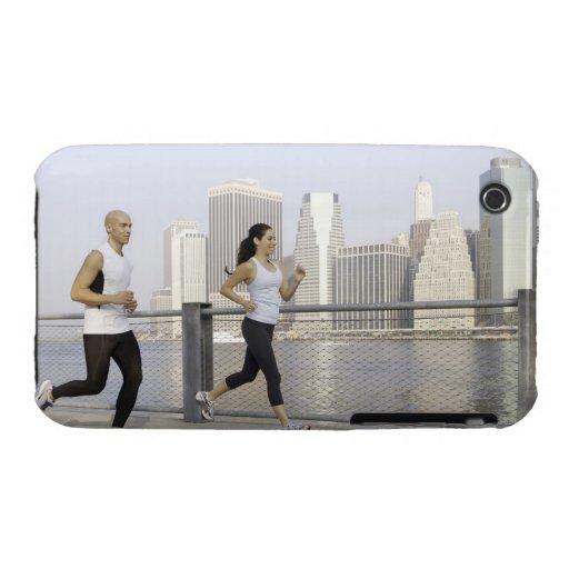 Junte el funcionamiento en el embarcadero con la Case-Mate iPhone 3 funda