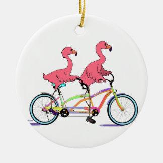 Junto flamencos en tándem tan felices adorno navideño redondo de cerámica