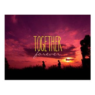 Junto para siempre pares en puesta del sol del tarjeta postal