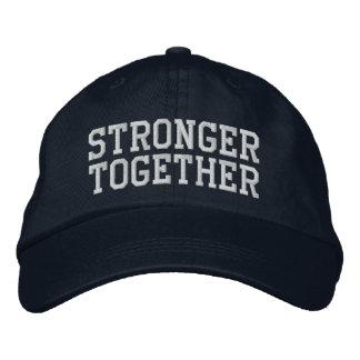 Junto una gorra de béisbol de encargo más fuerte