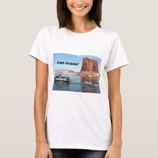 Just cruisin': Lake Powell houseboat, Arizona, USA T-Shirt