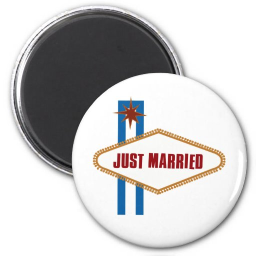 Just Married 2 Inch Round Magnet