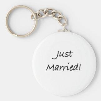 just married basic round button keychain