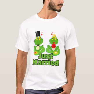 just married bride and groom froggy frogs T-Shirt