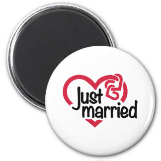Just married heart 2 inch round magnet