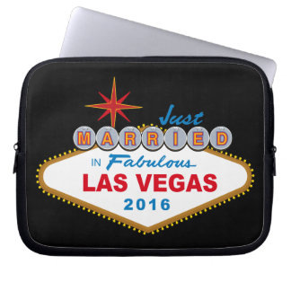 Just Married In Fabulous Las Vegas 2016 (Sign) Laptop Sleeve