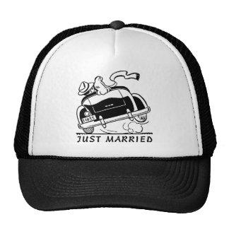 just married,mewl weds,wedding trucker hat