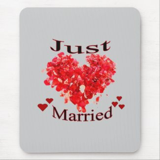 """""""Just Married"""" Red Rose Petal Heart Mousepad"""