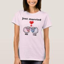 just married (wedding sheeps) T-Shirt