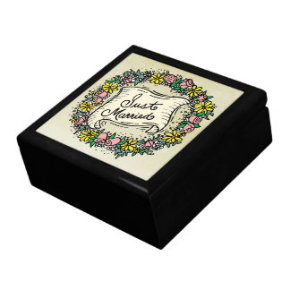 Just Married Wreath Gift Box