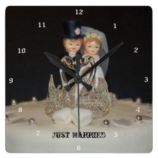 """justamente married"" by mysteryella reloj cuadrado"