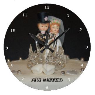"""justamente married"" by mysteryella reloj redondo grande"