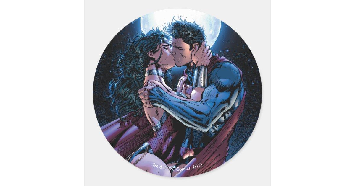 Superman kiss woman wonder Look Back: