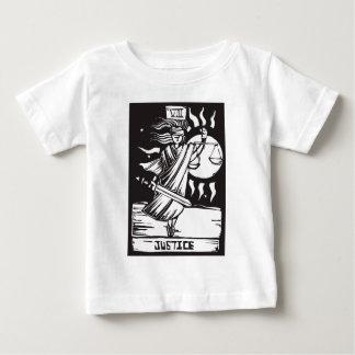 Justicia de la carta de tarot camisas