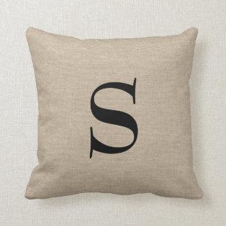 Jut inicial elegante rústico de la falsa arpillera almohadas